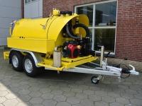 Usisna prikolica/cisterna kapaciteta 2100 l